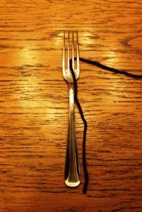 Leg het draadeinde in het midden van de vork, dit is later makkelijk met vastknopen
