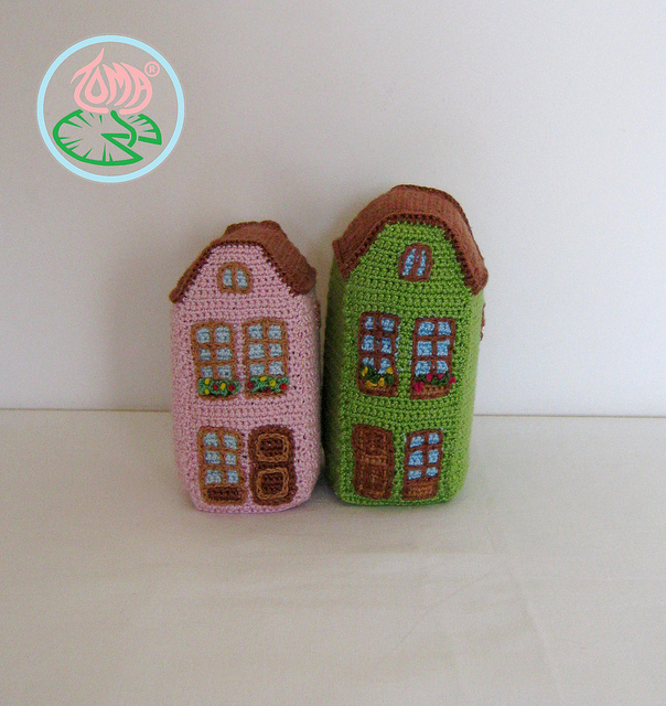 Houses with amazing detail, by Tamara Lazaridou, paid pattern.