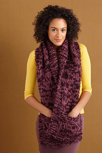 Deze wijde sjaal met zakken lijkt me ook heel comfortabel! Gratis patroon van Lion Brand Yarn